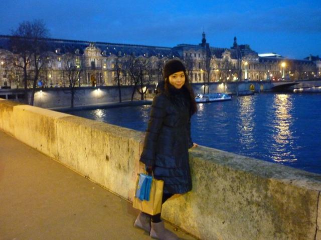Le Seine Paris blue hour