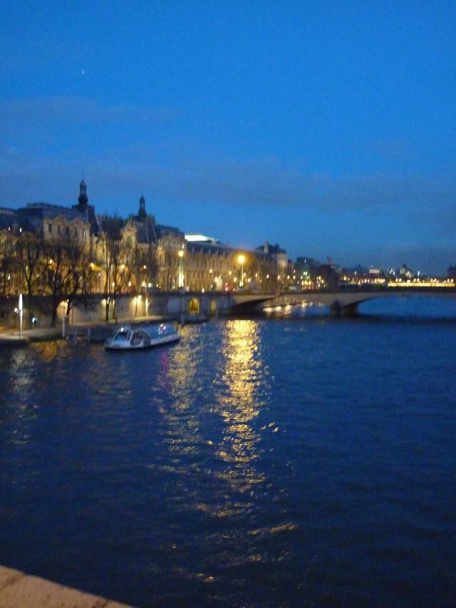 Le Seine Paris during blue hour